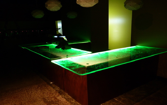onami-custom-textured-glass-counters-Edge-lit-counter